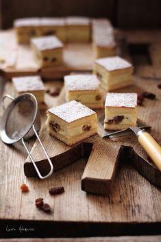 Placinta cu branza de vaci si stafide detaliu Vegan Vegetarian, Donuts, Nom Nom, Food And Drink, Breakfast, Desserts, Food Ideas, Sweets, Bakken