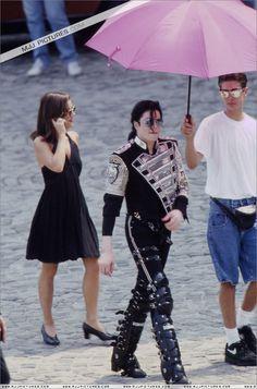 Michael Jackson stunnin on the streets