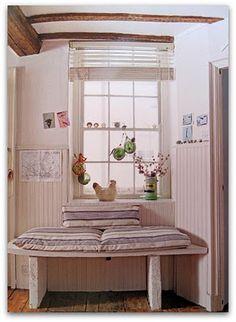 love this little bench seen on http://tinkeredtreasures.blogspot.com/