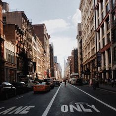 CITY STREETS | For more TRAVEL inspiration visit www.dontsweatthestewardess.com | Pic by @gracessspace