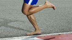 לרוץ יחפים. מרכז כף הרגל משמש כבלם זעזועים (צילום: shutterstock)