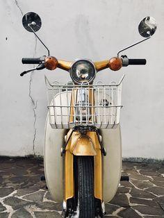 Honda Cub C70 MK3 1978 Honda Cub, Honda Motorcycles, Classic Bikes, Amazing Pics, Cub Scouts, Bible Art, Vespa, Scooters, Bobber