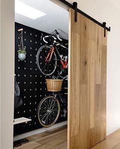 いいね!7,485件、コメント65件 ― A Designer's Mindさん(@adesignersmind)のInstagramアカウント: 「Love this!! The gorgeous sliding panel!! And how good is the peg board wall storage by…」