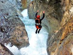 Gunung merupakan media wisata yang sangat menantang untuk dilalui. Selain gunung, gua dan kanyon menjadi tempat tepat untuk melakukan kegiatan dan olahraga ekstrim. Salah satunya adalah Canyoning Switzerland. Gua ini begitu unik dan luar biasa, perpaduan dari gua berair, air terjun kecil, dan jalur gua biasa yang membuat lo semuanya bisa menghabiskan waktu untuk berolahraga …
