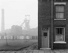 11-Coalmine-and-terraced-housing,-Castleford,-Yorkshire,-1976