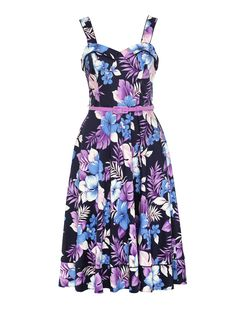 Follow us down the (tropical) garden path with this floral favourite, inspired by pink and purple sunsets. A vibrant prom has a place in every woman's wardrobe, especially one that looks like this. Made in the same silhouette as the famous Strawberry Fields Dress, go forth and WOW! Girly Outfits, Cute Casual Outfits, Pretty Outfits, Stylish Outfits, Spring Racing Dresses, Different Dress Styles, Vintage Inspired Dresses, Day Dresses, Dresses Online