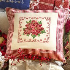 Scheme for cross-stitched Chrismas pillow Embroidery On Kurtis, Kurti Embroidery Design, Cross Stitch Embroidery, Hand Embroidery, Cross Stitch Patterns, Table Runner Pattern, Cross Stitch Finishing, Crochet Cross, Quilted Pillow
