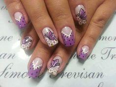 Unhas rosa com borboletas
