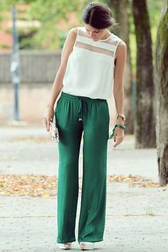 What about palazzo pants? You know, those flowing, airy pants whose looks alone have instilled the kind of breathy feeling to anyone see them. Style Outfits, Fall Fashion Outfits, Casual Outfits, Womens Fashion, Mode Outfits, Baggy Pants, St Patrick's Day Outfit, Outfit Of The Day, Beauty And Fashion
