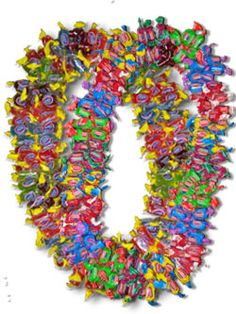 Candy Leis for all Occasions. Candy Leis make great Graduation Leis, Birthday… Hawaiian Crafts, Hawaiian Leis, Craft Gifts, Diy Gifts, Party Gifts, Candy Crafts, Ribbon Crafts, Flower Lei, Graduation Leis