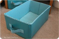 Sewing Fabric Storage Collapsible Storage Bins Tutorial Maybe if I start now, I can make 3 ornament boxes for the boys by next year. Collapsible Storage Bins, Fabric Storage Boxes, Fabric Bins, Fabric Covered Boxes, Sewing Tutorials, Sewing Projects, Bag Tutorials, Bag Patterns To Sew, Sewing Patterns