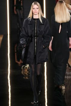Valentin Yudashkin - Fall 2015 Ready-to-Wear - Look 13 of 47?url=http://www.style.com/slideshows/fashion-shows/fall-2015-ready-to-wear/valentin-yudashkin/collection/13
