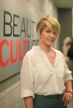 Beauty Culture Opening Night in Century City 2011 - jenna-elfman Photo