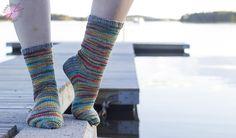 Taianomaiset sukat Lankahelvetti-blogissa, lankana Novita Nalle ja Nalle Taika