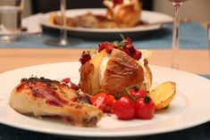 SITRONMARINERTE KYLLINGLÅR MED BAKT POTET OG CHORIZO Camembert Cheese, Recipies, Dairy, Yummy Food, Lunch, Vegan, Chicken, Dinner, Cooking