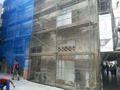 El Manjar Andamios realizó la rehabilitación de este edificio en la Plaza San Juan de Dios de Málaga. Fachada.