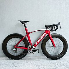 Trek Madone 9 with on deep dish Bontragers. Cycling Art, Road Cycling, Cycling Bikes, Cycling Quotes, Cycling Jerseys, Bmx, Mtb Bike, Trek Road Bikes, Trek Mountain Bike