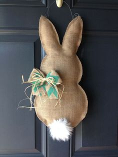 Osterkranz selber machen - Osterhase nähen By far the most early Easter time items, with Easter Crafts For Adults, Kids Crafts, Easter Ideas, Diy Crafts Easter, Easy Crafts, Decoration Restaurant, Diy Easter Decorations, Easter Centerpiece, Easter Wreaths Diy