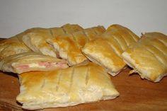 Nemusíte je jenom kupovat. Kapsičky se šunkou a sýrem si zvládnete udělat sami i doma. Jak na to? Podívejte se na tento recept Quiche Muffins, Bread Rolls, Scones, Bread Recipes, Bakery, Sweets, Cheese, Cookies, Vegetables