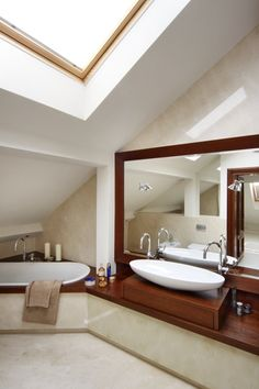 Jasna łazienka na poddaszu - Architektura, wnętrza, technologia, design - HomeSquare Decor, Lighted Bathroom Mirror, Bathroom Mirror, Mirror, Bathroom, Home Decor, Bathroom Lighting, Furniture, Bathtub