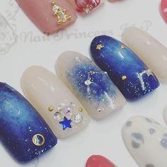 【きらきら綺麗な星を指先に*】冬にぴったりな『星座ネイル』のデザインカタログ♡ | GIRLY Luv Nails, Fancy Nails, Pretty Nails, Pretty Nail Designs, Nail Art Designs, Star Wars Nails, Kawaii Nail Art, Moon Nails, Cat Eye Nails