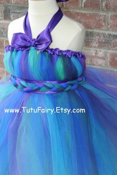 Hmm, use this idea for a tutu dress? Except tutu over top. Belt looks braided with two rolled bits on top and bottom. How's it fastened?