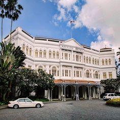 Hospitality Industry and Hotel Jobs in Singapore - Future Work SG Singapore Sling, Singapore Travel Tips, Singapore Itinerary, Singapore Photos, Singapore Singapore, Marina Bay Sands, Hotel Jobs, Skyline, Free Things To Do