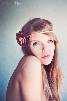 very pretty pose for a simple, feminine headshot.