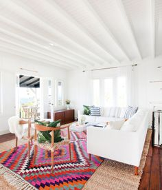 Layered rugs take this bright white living room to the next level! Estilo Interior, Home Interior, Interior Design, Interior Colors, Decor Room, Living Room Decor, Home Decor, Living Rooms, Living Area