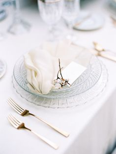 Contemporary Winter Wedding Inspiration at a Hollywood Hills Estate Table Setting Inspiration, Winter Wedding Inspiration, Wedding Reception Design, Wedding Colors, Wedding Tables, Wedding Receptions, Reception Table, Ethereal Wedding, Elegant Wedding