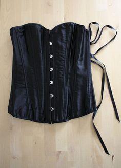 Kup mój przedmiot na #vintedpl http://www.vinted.pl/damska-odziez/topy-koszulki-i-t-shirty-inne/18789824-czarny-gorset-overbust-restyle-restylepl-klasyczny-elegacnki-gotycki-gothic-lingerie-bralet-pin-up