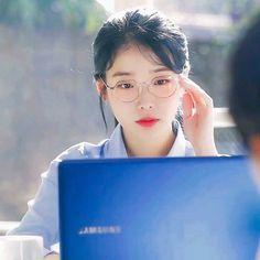 Iu Short Hair, Short Hair Styles, Korean Age, Korean Girl, Joon Gi, Lee Joon, Korean Actresses, Korean Singer, Asian Woman