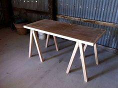 escritorio-hecho-con-caballetes-1