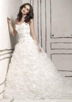 CELUI - Vestidos de Noiva, Fatos de Noivo e Vestidos de Cerimónia