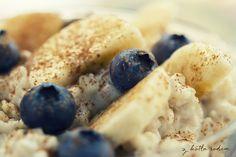 Owsianka na mleku z bananami i jagodami - czyli zdrowe śniadanie na start! :) #sniadanie #zdrowesniadanie #owsianka #jagody #banany