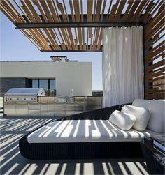 pergola de design moderne à lames orientables sur le toit-terrasse