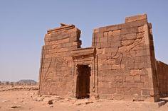 The impressive Kushite Lion Temple, Naqa built by Amanitore & her king. Dedicated to lion God Apedemak - Sudan  O impressionante Kushite leão templo, Nana, construído por Amanitore & o seu rei. Dedicado ao leão Apedemak Deus - Sudan
