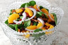 Cranberry, Pecan, Mandarin Spinach Salad with Raspberry Vinaigrette - This is the type of salad I could eat and eat. And that's a great way to pump up your daily fresh fruits and vegetables! Mexican Food Recipes, New Recipes, Salad Recipes, Cooking Recipes, Healthy Recipes, Easy Crockpot Chicken, Fresh Fruits And Vegetables, Chicken Fajitas, Spinach Salad