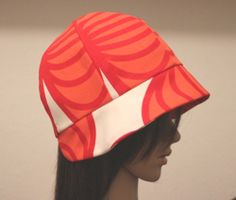 Free Cloche hat pattern -great idea especially for anyone going through chemo / Site is in German-download both the cap and the brim; 1 cm seam allowances are included