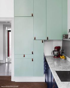 Modern mint kitchen cabinets // my scandinavian home Cabinet Decor, Kitchen Cabinet Design, Kitchen Interior, Kitchen Decor, Kitchen Styling, Kitchen Ideas, Cabinet Ideas, Mint Kitchen, Farmhouse Kitchen Cabinets