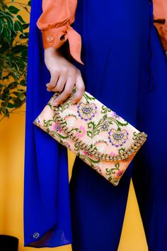 Zaryluq new Collection involves a brand new Satchel Bag. Something that meets Modern and Traditional. A twist to Hijab Fashion or Modest Fashion. Modesty with Confidence and BOLD Colours Collection. Modest Fashion, Hijab Fashion, Bold Colors, Colours, Modest Wear, Satchel Bag, Confidence, Traditional, Stylish