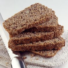 Recipe: The Mindblowing Low-Carb Flax Bread A healthy, low-carb, and high-fiber bread is easy to make. The recipe uses flax meal instead of flour and is almost all fiber. Gluten Free Recipes, Low Carb Recipes, Bread Recipes, Cooking Recipes, Paleo Bread, Atkins Recipes, Healthy Recipes, Quinoa, Flax Seed Recipes