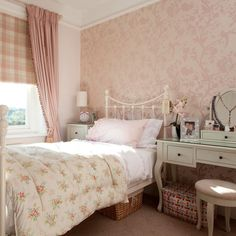 Cosy cottage guest room.