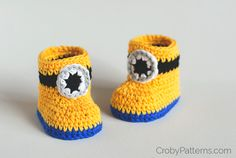 CROCHET PATTERN:Minion Inspired Baby Booties The pattern is written in 2 sizes: 0 – 6 months (6 – 12 months) You will need: crochet hook: 3.5 mm (E/4) yarn needle stitch markers yarn: DK we…