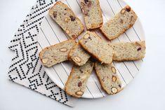 Bananenbrood versie nummer 8 op mijn blog: koolhydraatarm bananenbrood. Door gebruik te maken van amandelmeel is deze ook nog eens glutenvrij. Low Gi Foods, Gingerbread Cookies, Crackers, Healthy Lifestyle, Gluten Free, Cake, Desserts, Ayurveda, Blog