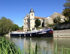 Luxus-Kreuzfahrt auf dem Canal du Midi  (rf) Rund 240 Kilometer lang ist der Canal du Midi im Süden Frankreichs. Inspiriert vom Wunsch des Sonnenkönigs Ludwig XIV. eine Verbindung zwischen Atlantik und Mittelmeer zu schaffen, erbaut von ...  Infos: http://www.reisefernsehen.com/…/luxus-kreuzfahrt-auf-dem-ca…  Video Canal du Midi: http://youtu.be/FOfudXQeixo