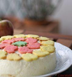 Tarta de mousse de manzana y base de almendras.