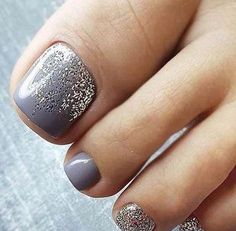 The advantage of the gel is that it allows you to enjoy your French manicure for a long time. There are four different ways to make a French manicure on gel nails. Nail Designs Toenails, Feet Nail Design, Toe Nail Designs, Simple Toe Nails, Cute Toe Nails, Pretty Nails, Pretty Toes, Toe Nail Color, Nail Colors