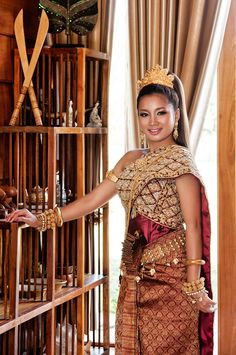 One of Cambodia traditional wedding outfit Thai Traditional Dress, Traditional Wedding Dresses, Traditional Outfits, Laos Wedding, Khmer Wedding, Saris, Cambodian Wedding Dress, Thai Dress, Wedding Costumes