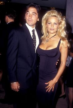 Pamela Anderson and Scott Baio. Her hair! Demi Lovato, Pamela Andersen, 1990 Style, Famous Couples, 90s Fashion, Supermodels, Beautiful People, Celebs, Glamour